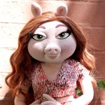 """@TamsenFadal: A look at #KermitTheFrog s new girlfriend #MissPiggy http://t.co/HFhWmR8AX9"" hes got some nerve - shes no Miss Piggy!"