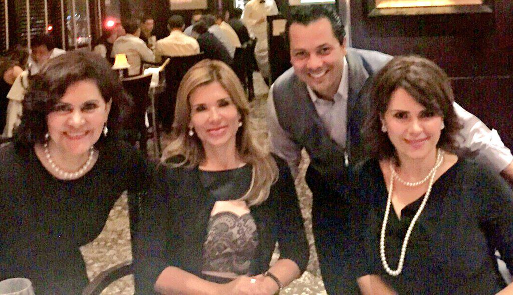Grato saludar esta noche a mis amig@s @MariaElenaBT, @claudiapavlovic y @ElPatoDeLucas. #HFE http://t.co/yRQeSeNBsx