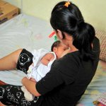 Less than 50% are breastfed in first hour of birth in India http://t.co/EvTYZ3VPPr via @TOIDelhi http://t.co/6nb3dUJaCg