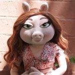 "Esta es ""Denise"" la que le bajó el esposo a Miss Piggy. Pinche Rana René, todos los hombres son iguales http://t.co/WtrVAa9TWx"