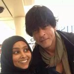 Shah Rukh Khan spotted with FANs in London http://t.co/M9WzeCiouT