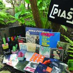 FOLLOW + RT pour gagner le #PackPias (2 vinyles, 9 CDs, 1 tote bag, 1 mug...), + dinfos ici: http://t.co/47iB06mwpA http://t.co/upvkwSogWw