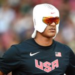 金メダル選手が休憩中に被ったアイスハットが話題 NIKEと共同開発 http://t.co/snDGHUNCFR http://t.co/PPOnpHOcpm