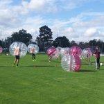 Gerade ging eine etwas andere Trainingseinheit zu Ende: #BubbleFootball. #fcn http://t.co/ynIoXpgYBq