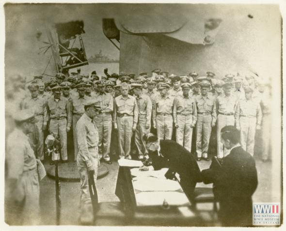 9/02/1945-Japan signs surrender on USS Missouri in Tokyo Bay; #WWII officially ends. http://t.co/D77Ro9uth1 #VJDay http://t.co/NrvBZlMf4N