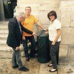 Merci @BarthasV et @lucalbernhe de prendre soin de #Montpellier avec 200 nouvelles corbeilles à papier ! #propre http://t.co/ckG8U4dVfk