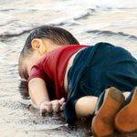 Tragische foto gaat de wereld over: Dit is het falen van de wereld http://t.co/tY84fHwK4u http://t.co/bicQLJNjkY