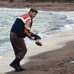 This picture might finally change the debate on letting in refugees http://t.co/3fmlfABK4S http://t.co/Qxs7t1dSg9