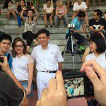 #GE2015: Photo-taking with Tanjong Pagar candidate Chan Chun Sing ahead of the PAP rally. Also set to speak: PM Lee. http://t.co/YdbQWVU4yr