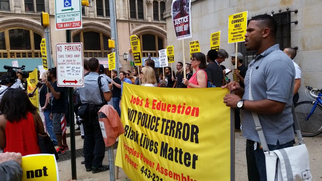 Protest has grown considerably outside courthouse. #FreddieGray hearing set to begin at 930. http://t.co/5Gcq8Yqt23