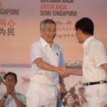 PM @leehsienloong takes the stage at @PAPSingapore rally, starts by speaking in Malay #GE2015 http://t.co/5lvDOrMkE3 http://t.co/Y0B3pXECA2