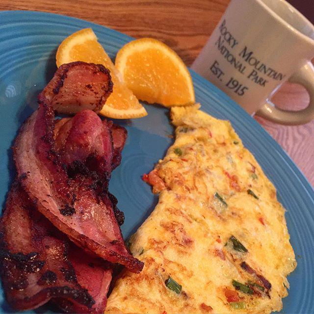 #whole30 Day 3 Breakfast - uncured center cut bacon, omelette with green onion, Roma tomatoes and bacon, slice of m… http://t.co/pmRvrb1RmE