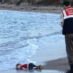 Crise des migrants: ces images pourront-elles éveiller les consciences? http://t.co/yxSxNCD3NX http://t.co/9l4oRjPP7Q