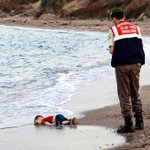 If it was oil being washed up on our beaches, there would be outrage! #Refugee Crisis #Syria #Europe http://t.co/IasTJhKFbT