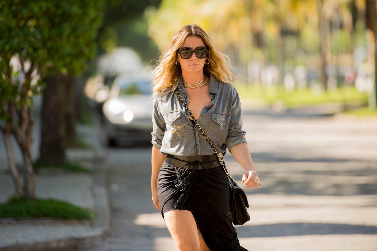 Vai virar tendência: Conheça o estilo sexy de Atena, vilã de @gio_antonelli em #ARegraDoJogo  http://t.co/053K7hvl7I http://t.co/aewZDhTqKu