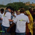 #ShanieraAkram distributing food and water amongst people during the TAF Food Drive in #Karachi. #JoinTAF #Pakistan http://t.co/dMHd8s3rSN