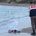Sorry to share this. But PM today said UK need not help Syrian refugees… http://t.co/0fAInqbHSK #KiyiyaVuranInsanlik http://t.co/q8to2D19QW