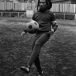 """Bob Marley: """"Na vida eu aprendi que você tem que sofrer por futebol, não por amor"""" https://t.co/djp7mITsqZ"""