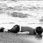 #غرق_طفل_سوري إثبات عارٍ صارخ لعرب هذا الزمان اللهم لا تصبنا بعذابٍ من قهر موته، فإننا ضعفاء وأنت أرحم الراحمين http://t.co/DcJMzDEnWK