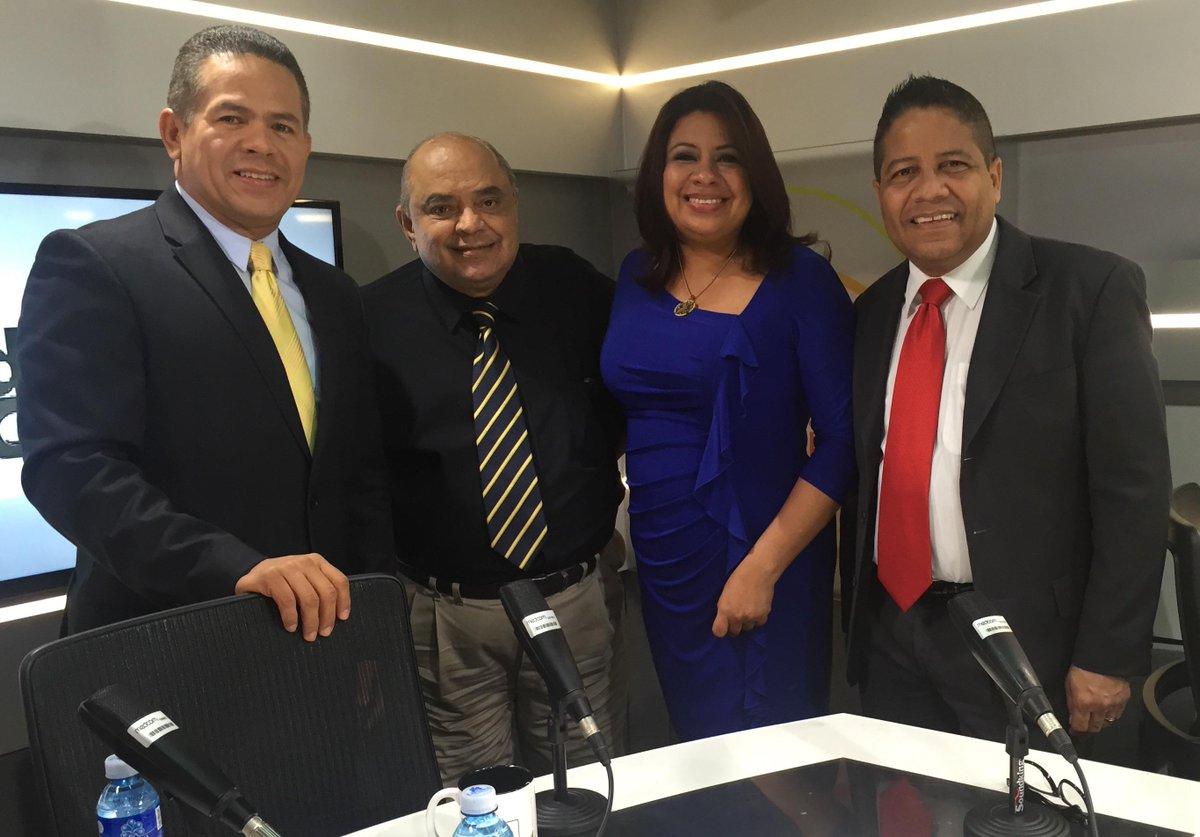 Manuel Núñez®  (@ManuelNunezN): Siempre recordaré los encuentros con don @DonReneRizcalla gran profesional, excelente ser humano @rpc_radio http://t.co/1QP5yyJmTL