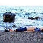 هُنا يموت الكلام وينعقد اللسان ! يا صغيري لك ربّ لن ينساك سينتقم لك ولو بعد حين. #غرق_طفل_سوري http://t.co/oVCcZ3SfAV