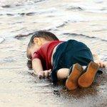 بموتك يا صغيري وحيدا هكذا .. تموت معك كل شعارات العروبة وحقوق الطفل والإنسانية! #غرق_طفل_سوري http://t.co/u9gprh3F9j