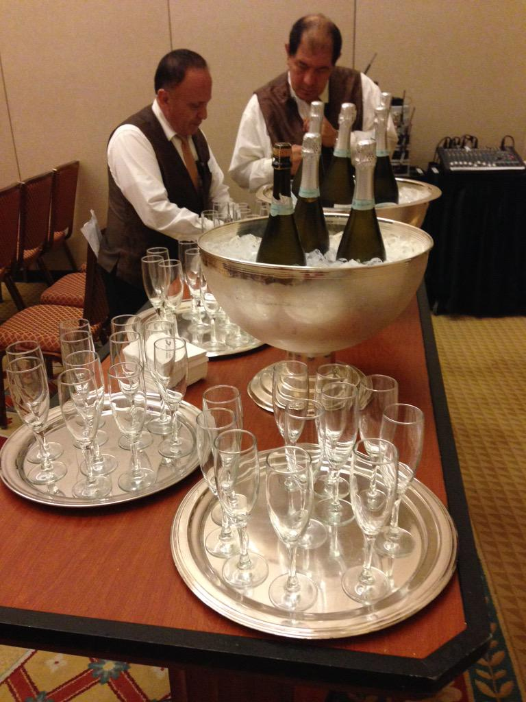 Coming to the LexisNexis InterAction BD session? Octavius 2. 1:30 - we gots champaign! #ILTACON http://t.co/QyLmcPlhE0