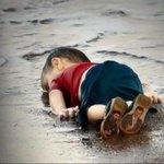 ✨????✨ غرق طفل سوري بين أمواج البحر وغرقنا نحن في مستنقع آلام أمتنا مات الطفل .. فهل ماتت قلوبنا‼️ #غرق_طفل_سوري http://t.co/iekFAGKxCM