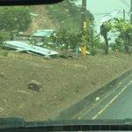 Precaución ya que el viento esta derribando rotulos y arboles en algunos sectores http://t.co/Qcv064KedK