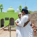 In India A Sikh man builds a mosque for his lifelong Muslim friend because he had nowhere to pray http://t.co/DcbV419X8H