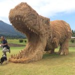 A T-Rex made out of straw in Japan... http://t.co/UN8bVq8N8V