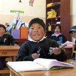 Niños peruanos cruzan frontera para estudiar y recibir bonos en Bolivia http://t.co/XvdBcgYemS #Bolivia #Peru http://t.co/JooogBzDHs Vi…