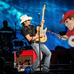 .@BradPaisley we agree!  Let us know! Herbie is ready to show you there is NO PLACE like Nebraska. #HuskerBrad http://t.co/SlHDfahNkM