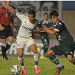 Goiás 1 x 0 Palmeiras – Arbitragem se atrapalha e tira o Verdão do G4 http://t.co/QXY5nPWAHN http://t.co/T0I7go9pYC