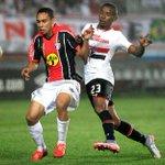 São Paulo fica no empate contra Joinville e torce contra o Verdão para ficar no G-4 http://t.co/lR9VNWZCD2 http://t.co/uZ9qYlL0Ys