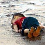 Aylan Kurdi, 3, mati terdampar. Imejnya peringatan kpd dunia betapa serius krisis kemanusiaan akibat perang di Syria. http://t.co/CdzEf4kt5l