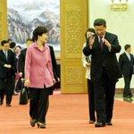 청와대가 애초 배포한 시진핑 주석 모두발언과 수정 배포한 발언, 꼼꼼하게 비교해봤습니다. http://t.co/YFq9jkePCR #박근혜 #시진핑 #오역 #청와대 http://t.co/7rWCMDJHGY