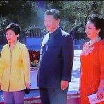 시진핑 부부, 박 대통령·반기문·최룡해 등 열병식 참석하는 각국 외빈 영접 http://t.co/X2hyRIljyj http://t.co/xEuiObb8NK