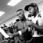 .@L_Bell26 & @AntonioBrown84 show the @EAMaddenNFL 16 rankings What It Is. ????: http://t.co/8wSL8mjagI http://t.co/jOeG19skXk