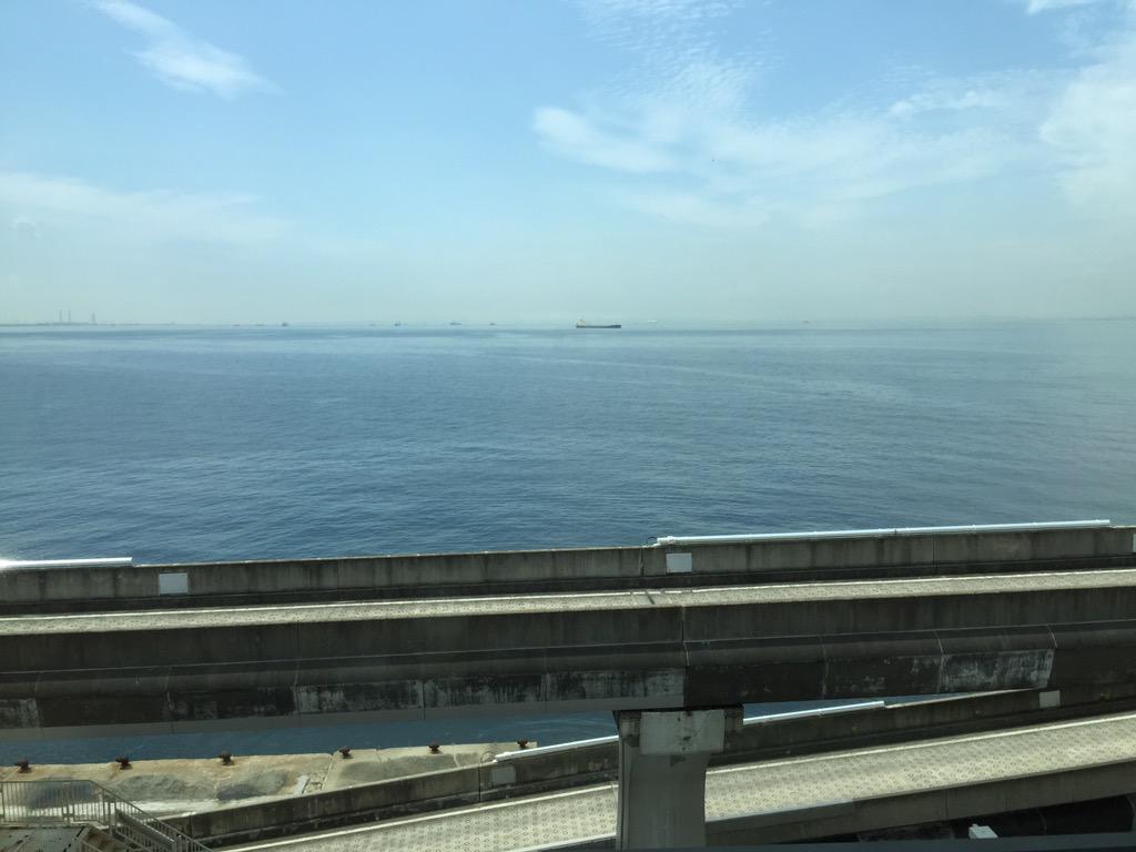 海ほたるのスタバは、景色がよくて、すいていて、しかも、バイクが停められるので、よく、原稿を書きにきます。 http://t.co/w5swXMuFjf