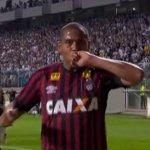 Atlético-PR derruba o Atlético-MG em jogo polêmico no Horto http://t.co/g3LnYy0o9A http://t.co/rEu1Qo2h9z