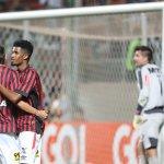 Torcida do Galo grita Corinthians para árbitro e Atlético-PR ganha com pênalti @Miltonneves http://t.co/aHAKAlPfXC http://t.co/pd0YBKlJoF