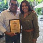 Muchas felicidades a @chavamendoz por su trabajo y esfuerzo, hoy galardonado por la @cirt_ #Querétaro. http://t.co/ywj9nHnVo4