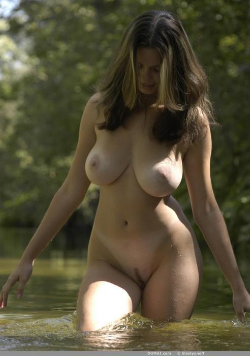 девушка с формами голая фото