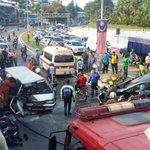 KEMALANGAN membabitkan tiga kenderaan di Jalan Kuching, Kuala Lumpur, pagi tadi. - Foto ihsan pembaca http://t.co/Wof5S0oABQ