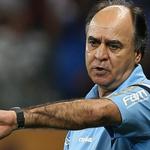 Oliveira comenta revés em Goiás e mira recuperação no clássico contra Corinthians http://t.co/C8DInTtQdW http://t.co/wGwnoev9Oe