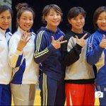 Гоё зураг: гарын хурууг нь хар! Дэлхийн аваргаас медаль зүүсэн дарааллаа илэрхийлж! Бахархалууд http://t.co/OY55kphsis