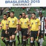Foi assim a noite trágica da arbitragem no Campeonato Brasileiro; veja os lances. http://t.co/n7Ii1IOfKE http://t.co/HGRYwMN7Fo