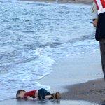 LEurope sous le choc après la photo dun enfant migrant mort noyé http://t.co/JmbobKKCEJ http://t.co/N2IkSHtABo