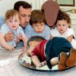 هكذا عبر المغردون عن «#غرق_طفل_سوري» (صورة) #سوريا #ريتويت http://t.co/iYXn2sb7bi